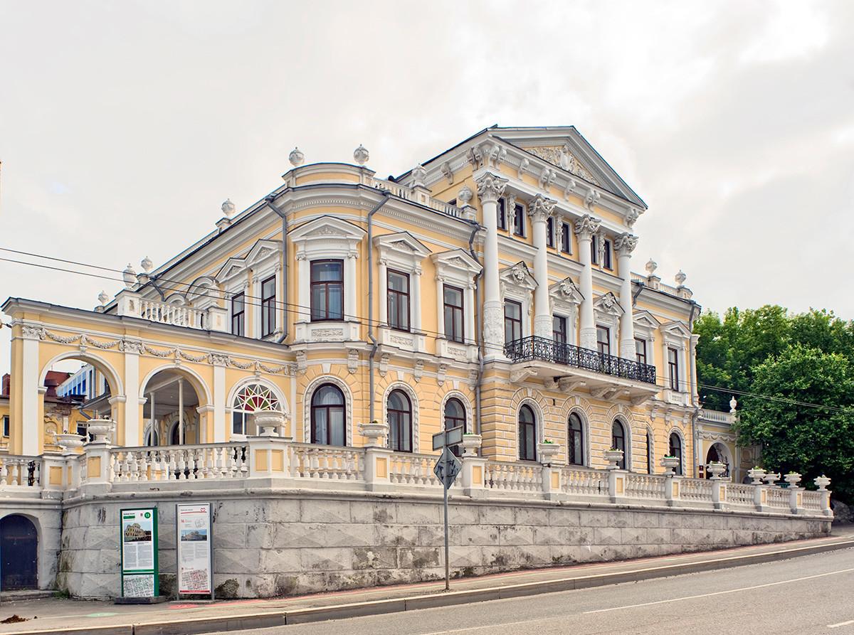 Hiša Meškova, pogled s Samostanske (prej Ordžonikidze) ulice. 15. junij 2014