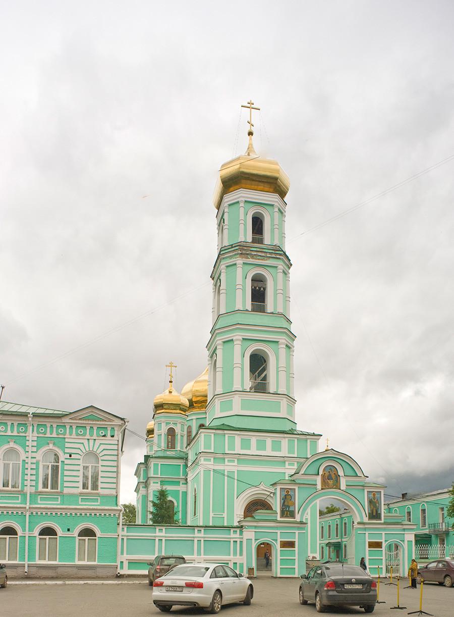 Zvonik katedrale sv. Trojice na griču Sludka. 15. junij 2014