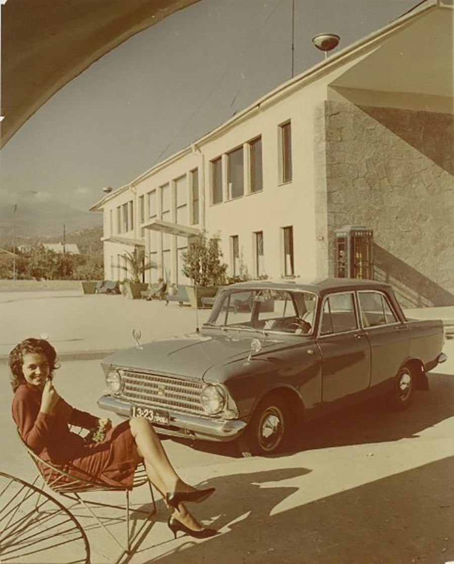 An ad for a 'Moskvich' 408, 1964