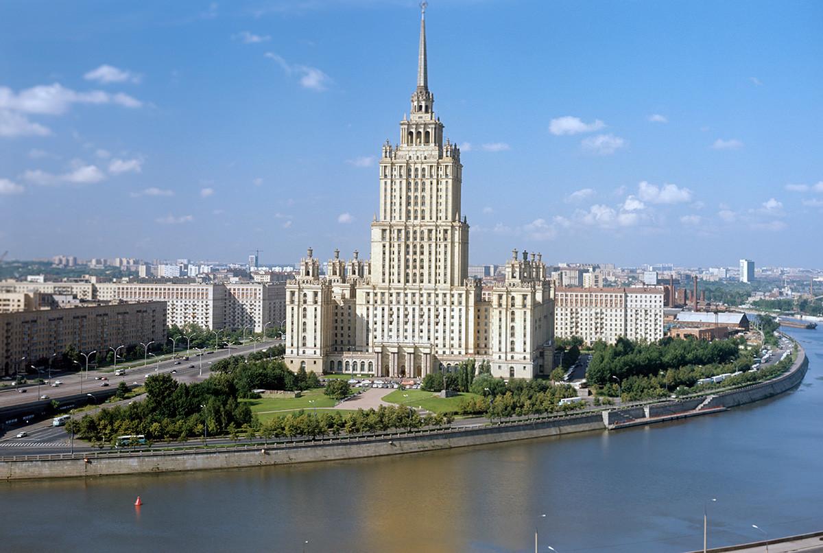 Vue sur l'hôtel Ukraine