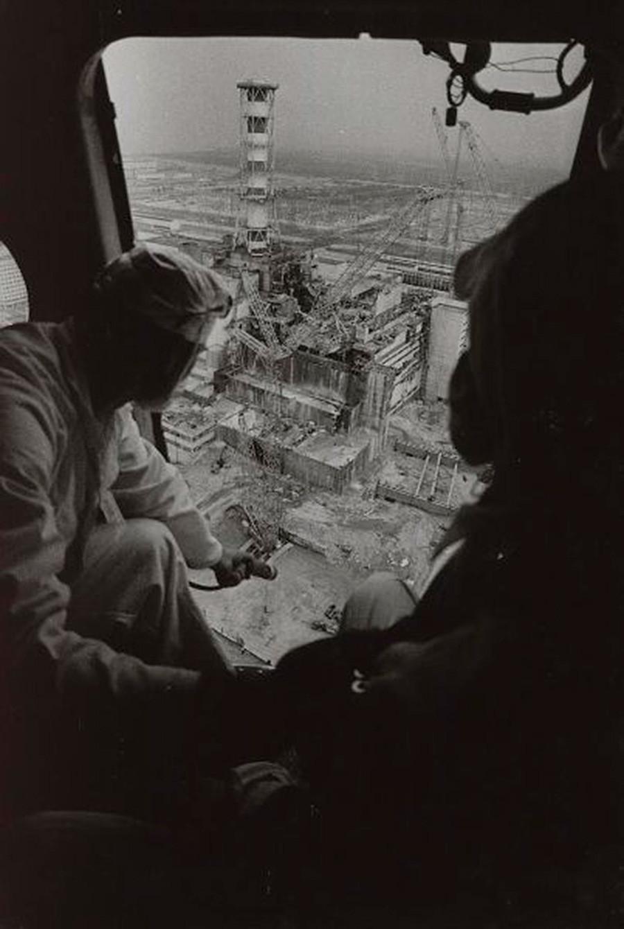 Tchernobyl, mesure des radiations par hélicoptère, 1986