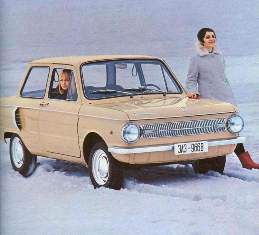 """Iklan ZAZ-966B. Mobil yang juga dikenal sebagai """"Ritsleting"""" ini berhasil menembus pasar luar negeri."""