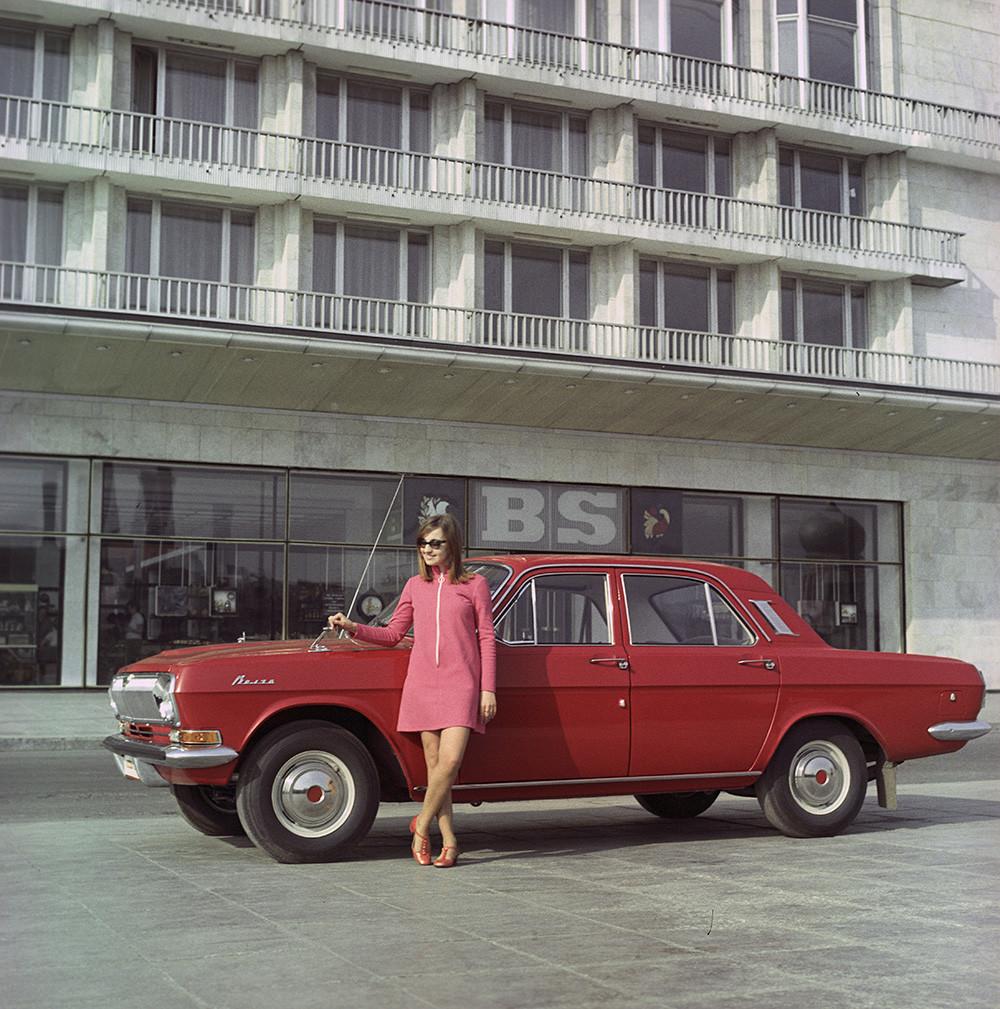 Mobil Volga GAZ-24 buatan Pabrik Otomotif Gorky.
