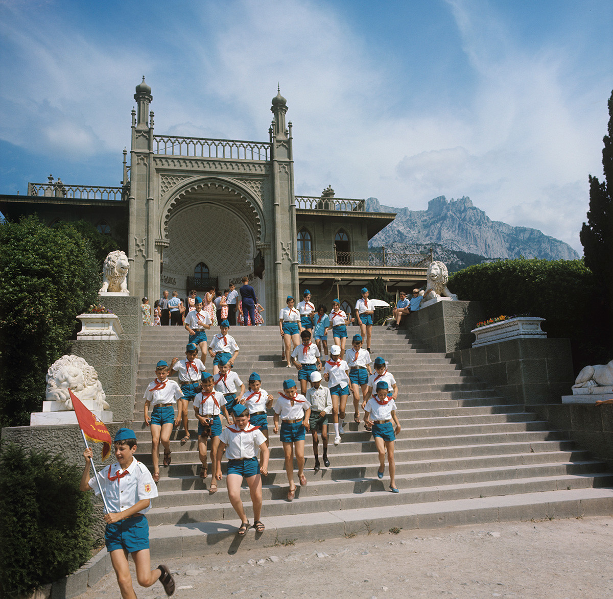 Pioneers on an excursion to Vorontsov Palace, Crimea, 1970