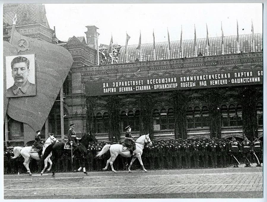 Siegesparade auf dem Roten Platz am 24. Juni 1945