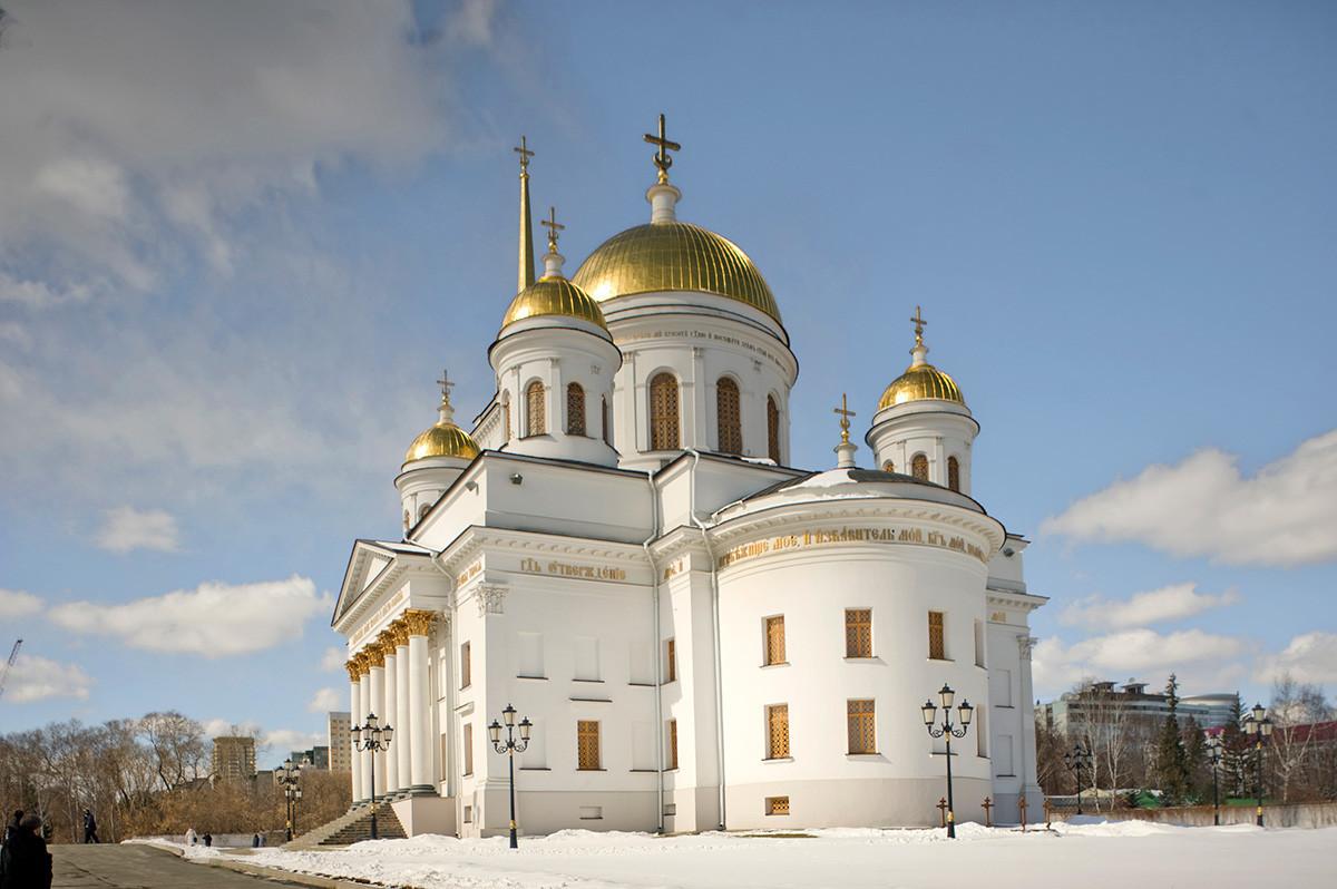Jekaterinburg, Novotihvinski samostan Aleksandra Nevskega. Katedrala svetega Aleksandra Nevskega, pogled iz jugovzhoda. 1. april 2017