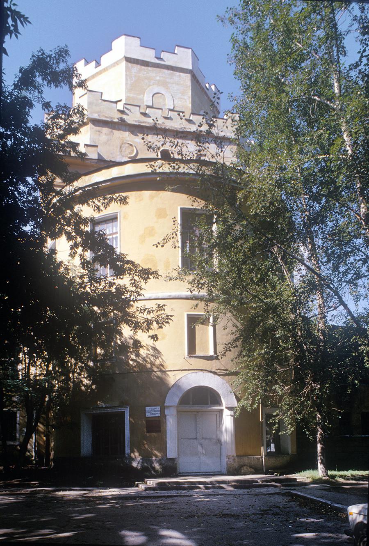Novotihvinski samostan. Vrata cerkve Marijinega prikazovanja, pogled na vzhodni del (pred restavriranjem). 26. avgust 1999