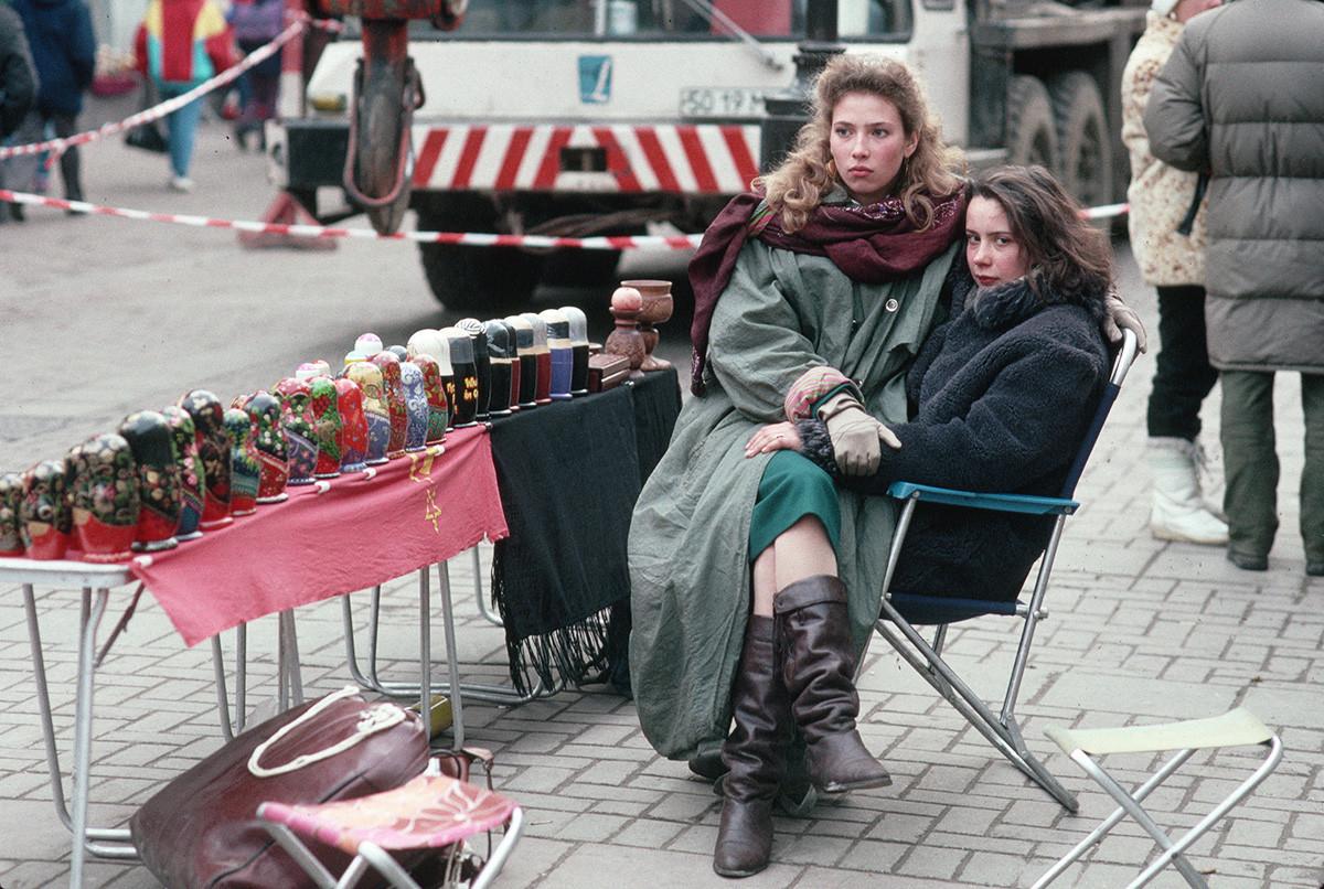 Souvenirs-Verkäuferinnen auf der Alten Arbatstraße