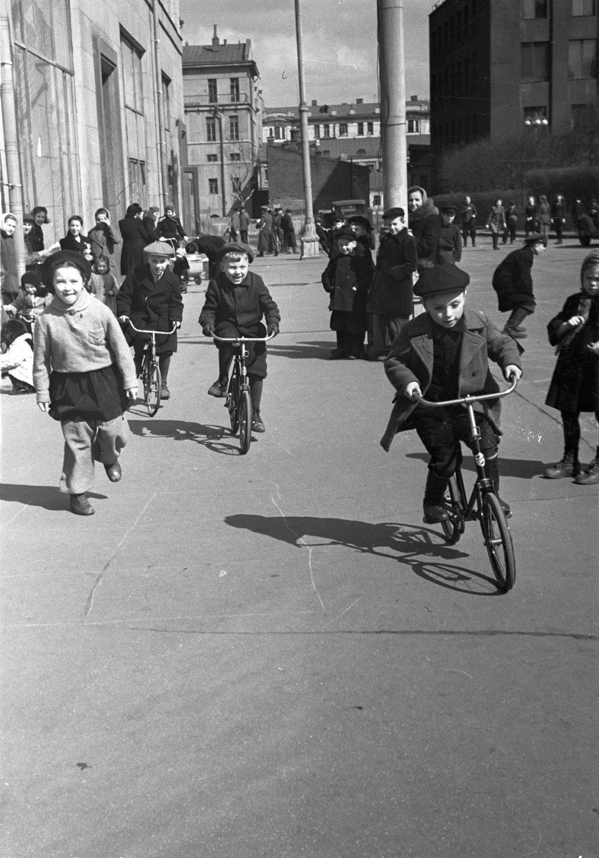 Frühling in der Stadt, 1950