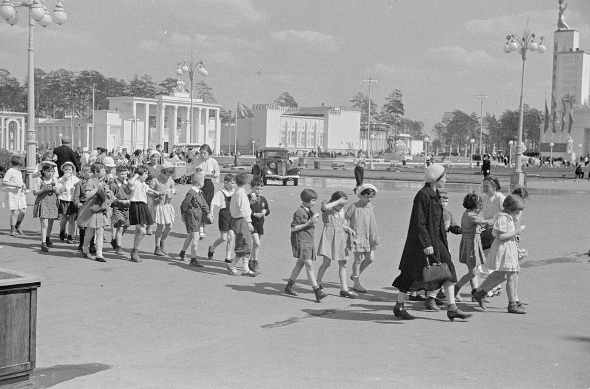 Die All-Unions-Landwirtschaftsausstellung (heute Ausstellung der Errungenschaften der Volkswirtschaft oder kurz WDNCh), 1939