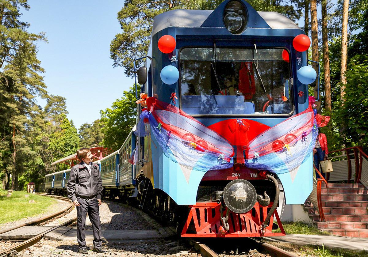 Ferrovia infantil fora de Moscou.