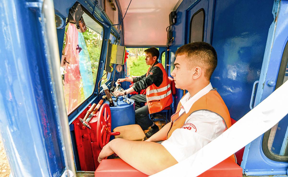 Abertura de temporada em ferrovia infantil em Kratovo, nos arredores de Moscou.
