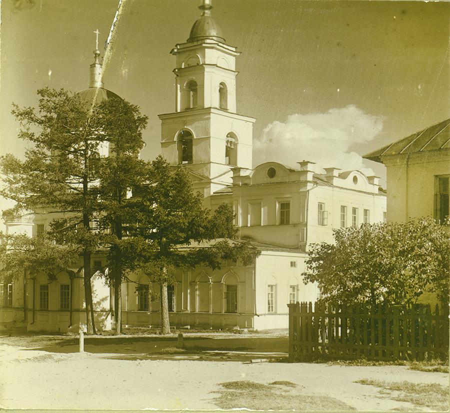 Nouveau couvent Tikhvine. Église de la Dormition (détruite en 2017). Tirage par contact (le négatif original a disparu).
