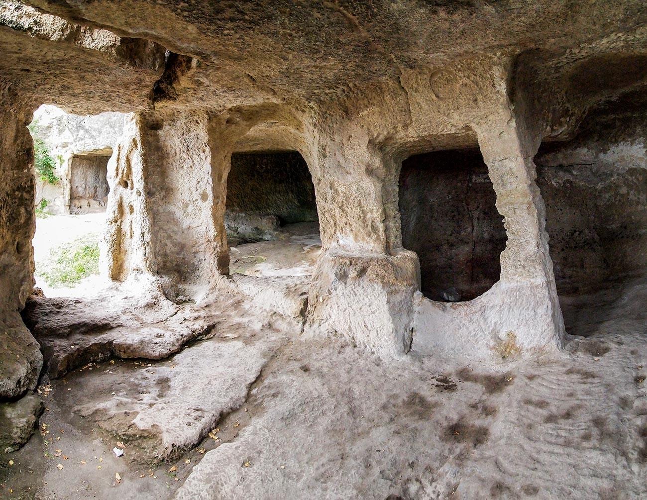 Chufut Kale cave