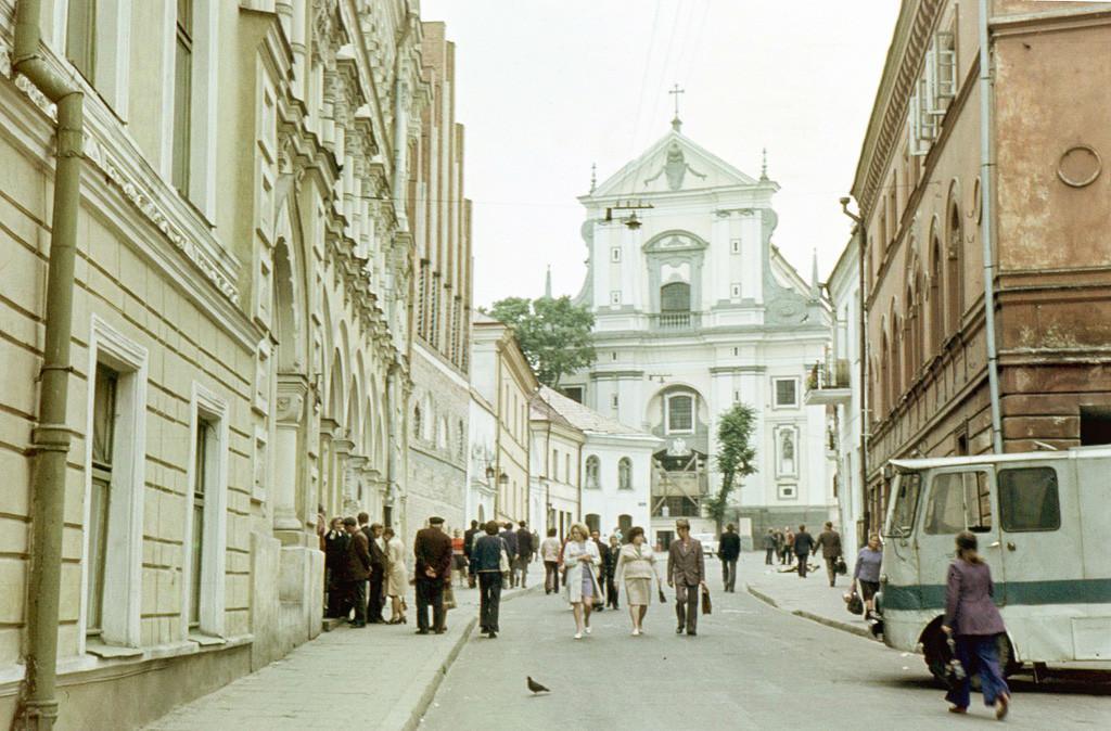 Архитектурата на стариот Вилнус. Снимено: 1 мај 1970 – 31 август 1976. Црквата на Света Тереза на улицата Аушрос Варту.