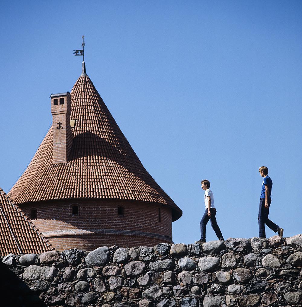 Кулите на Тракајскоиот замок, 1983, Литванска ССР. Тракај. Кули на средновековниот Тракајски замок.