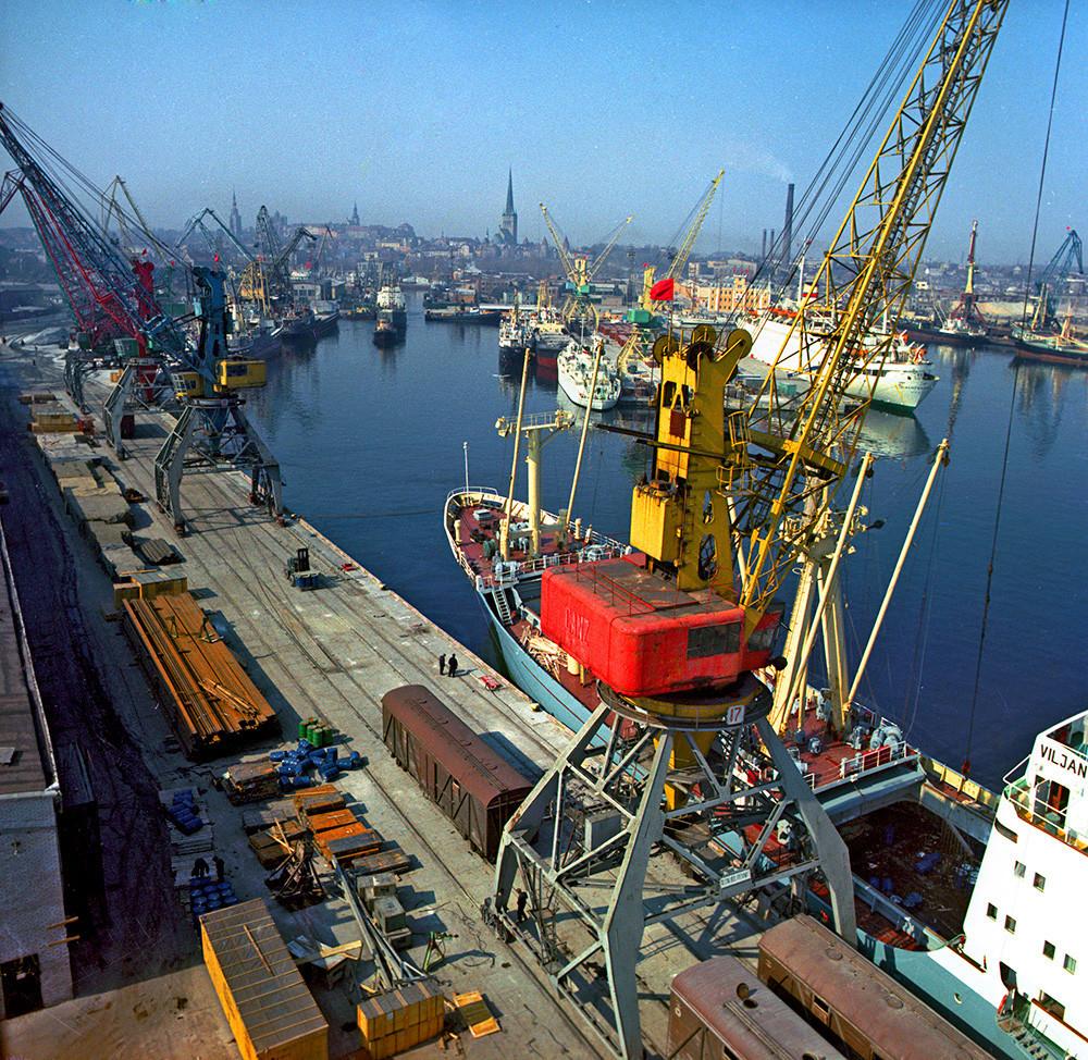 Товарно морско пристаниште во Талин.