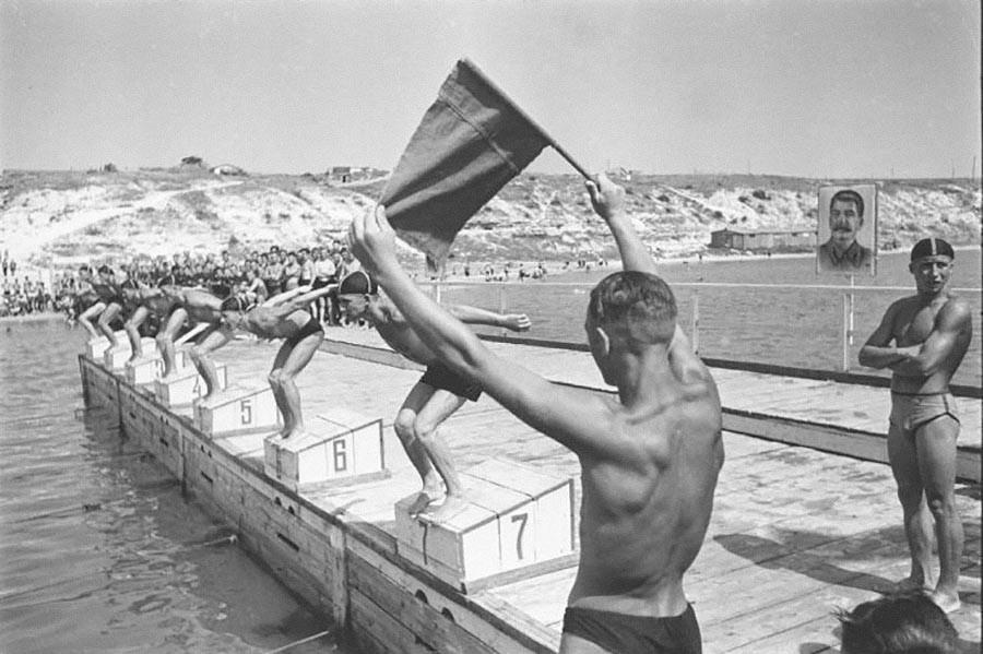 Compétition de natation au sein de l'Armée rouge.