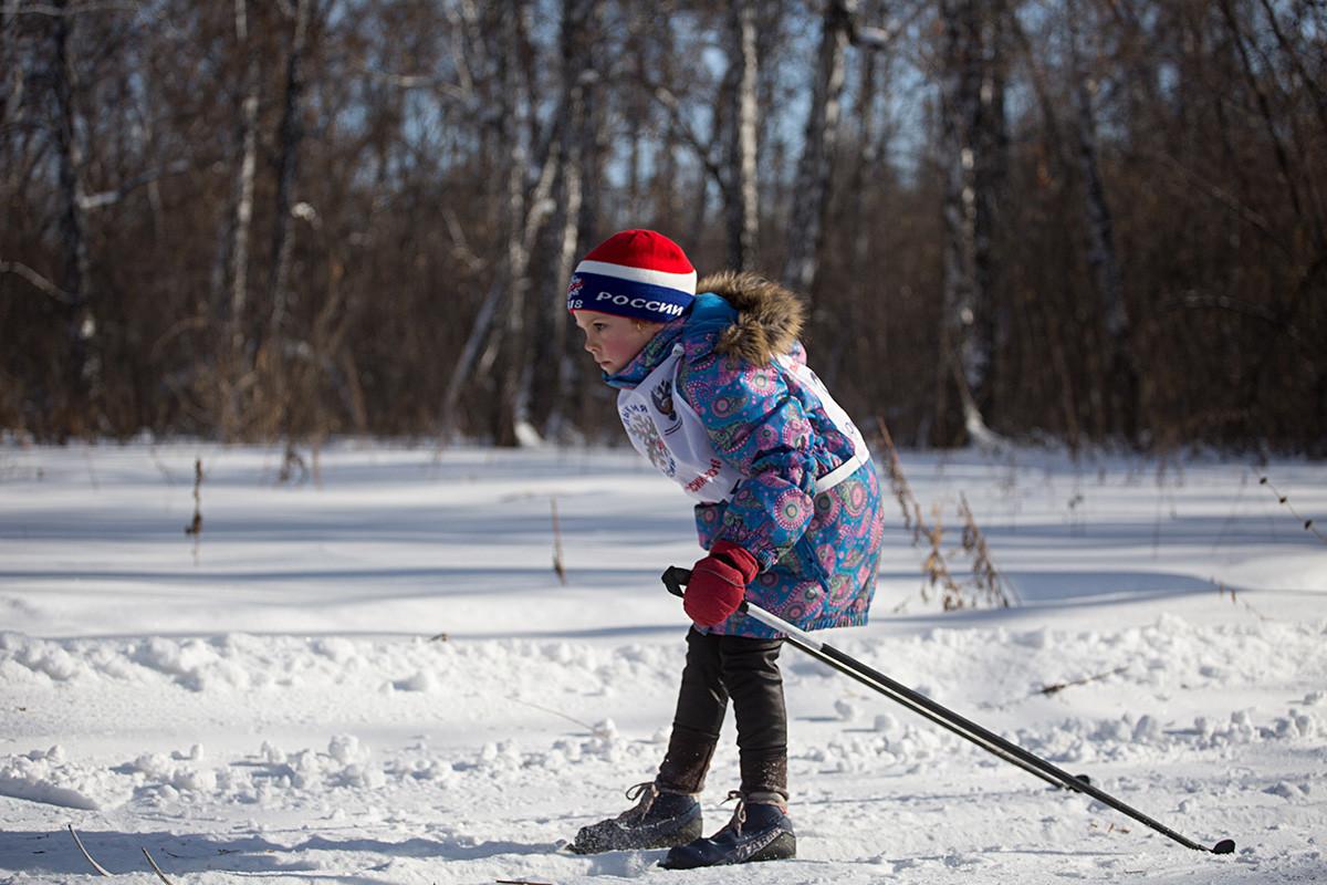 Jeune participante d'une compétition de ski à Omsk (Sibérie), en 2018