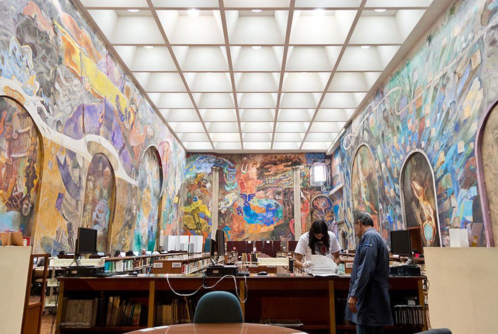 """""""As revoluções"""". Mural de Vlady na Biblioteca Miguel Lerdo de Tejada, no México"""