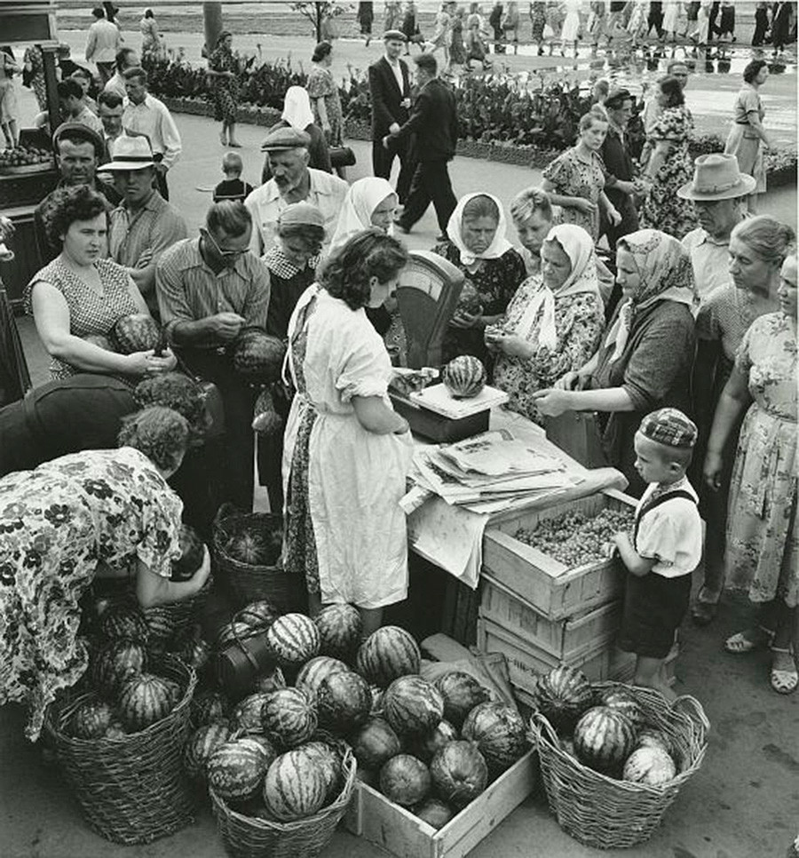 Comércio de rua em Carcóvia, 1958-59