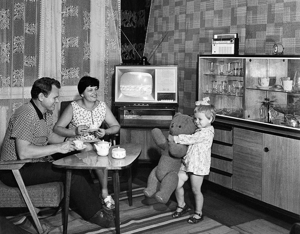 Mestre de obra com a família, Odessa, 1971