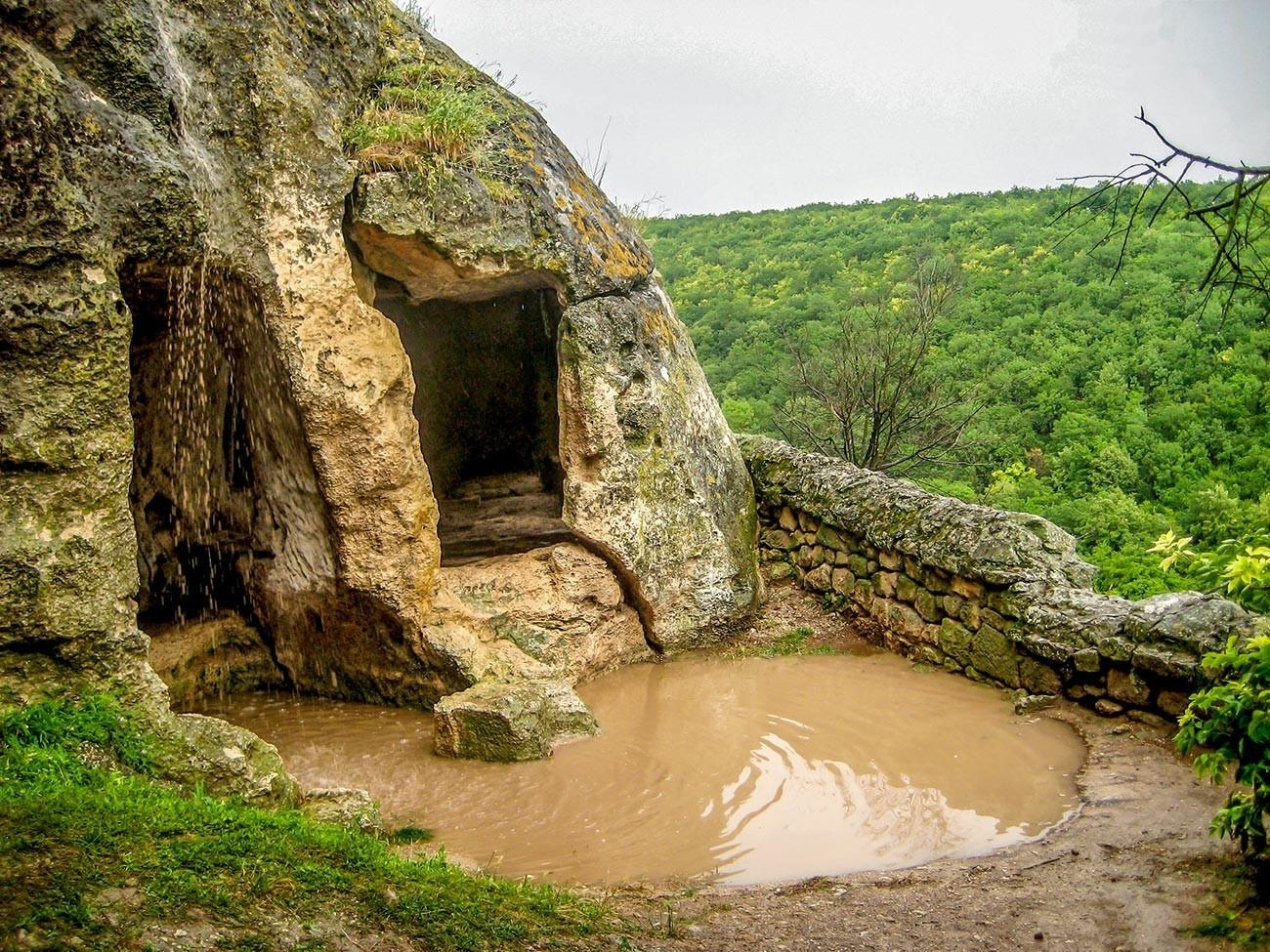 Uma das cavernas da cidade Tchufut-Kale.