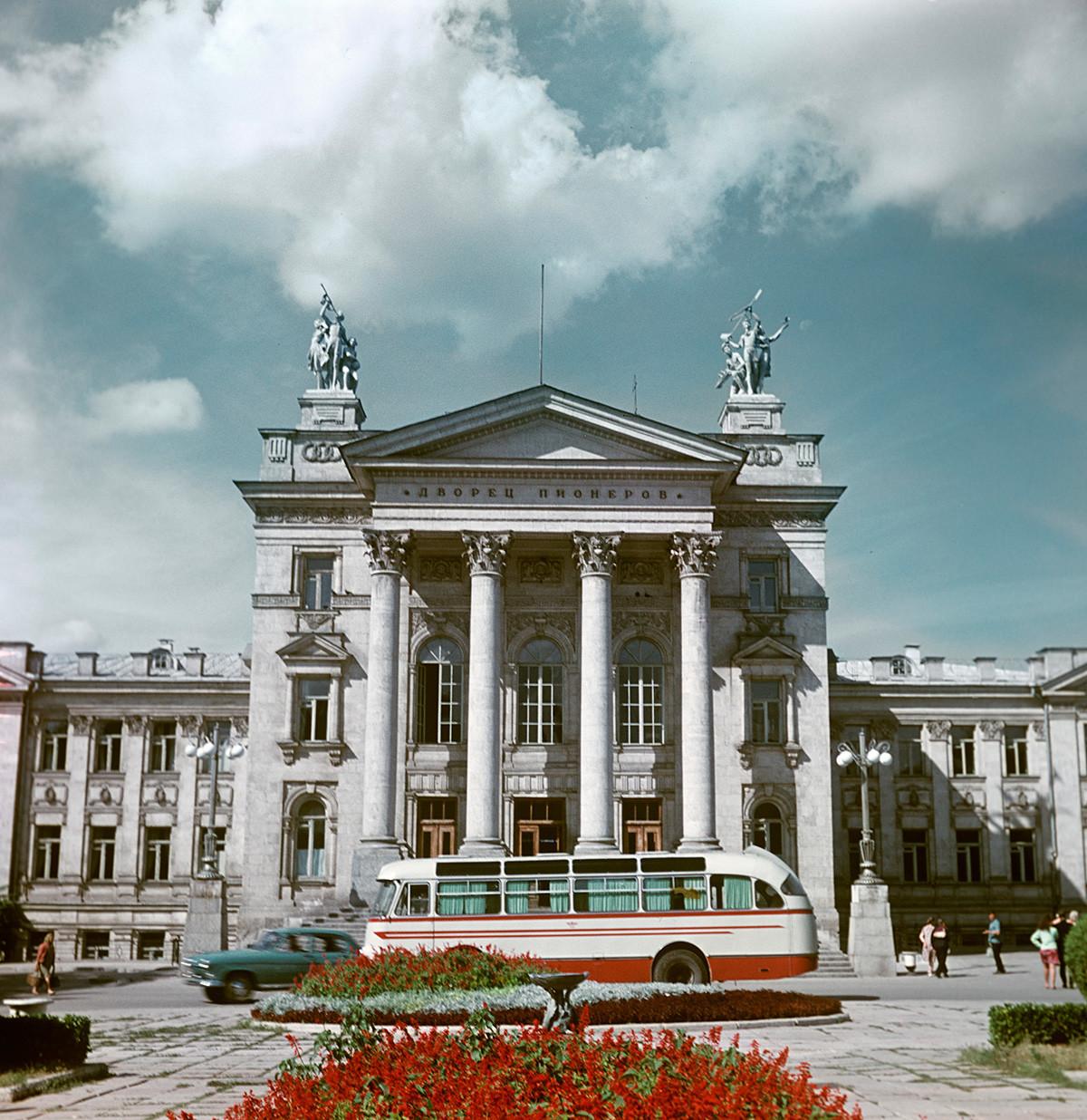 Palacio de los Pioneros, Sebastopol, 1970.