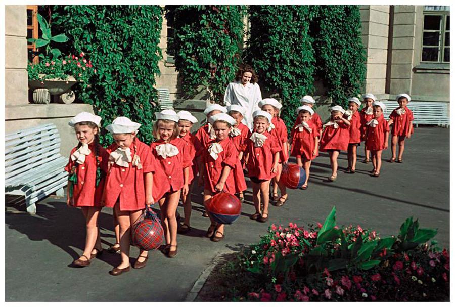 Jardín de infancia No. 1 de la planta del Arsenal en el distrito de Pechersk, Kiev, 1953.