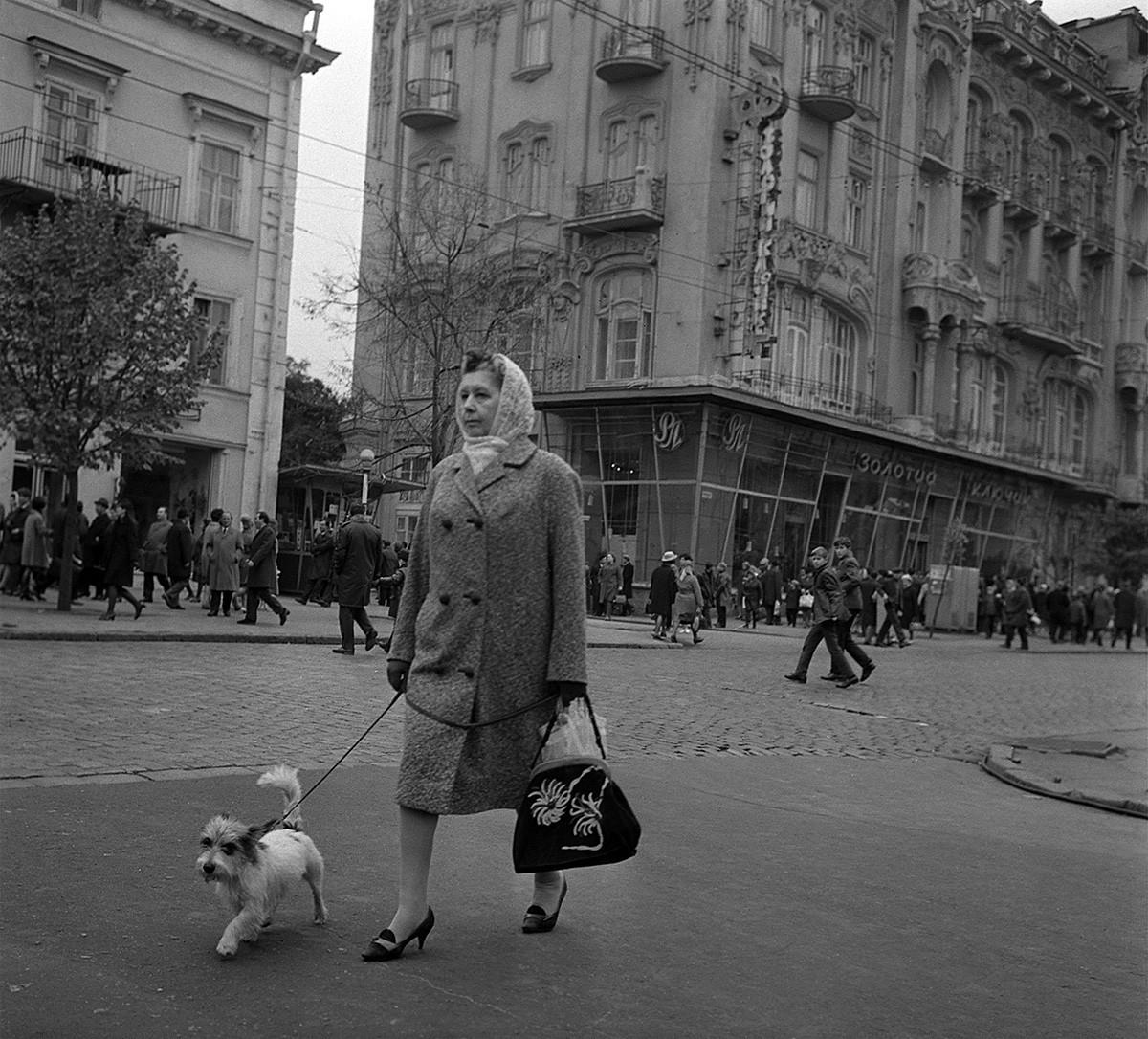 En una calle de Odesa, 1970.