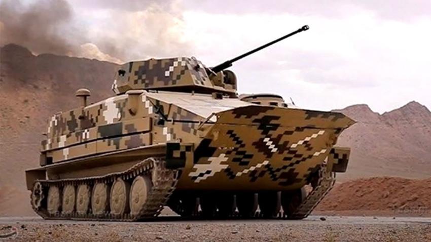 """Modifikacija sovjetskog amfibijskog oklopnog transportera BTR-50PB """"Makran"""""""