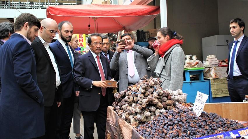 Wahid meninjau pasar tradisional Makhachkala, Republik Dagestan, Minggu (4/3/2019).