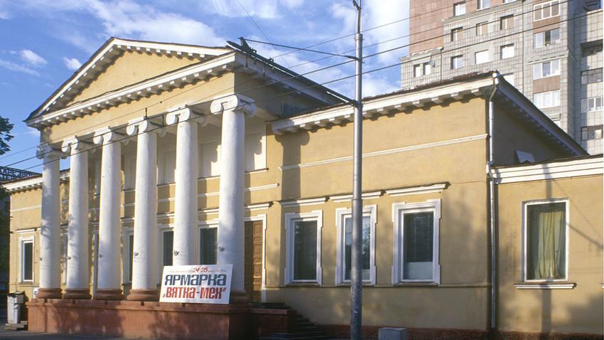 """Перм, август 1999 година. Сградата на Асамблеята на благородството, ул. """"Сибир"""" 20"""