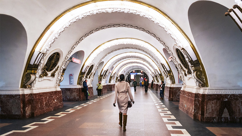 Peterburški metro, postaja Ploščad Vosstanija
