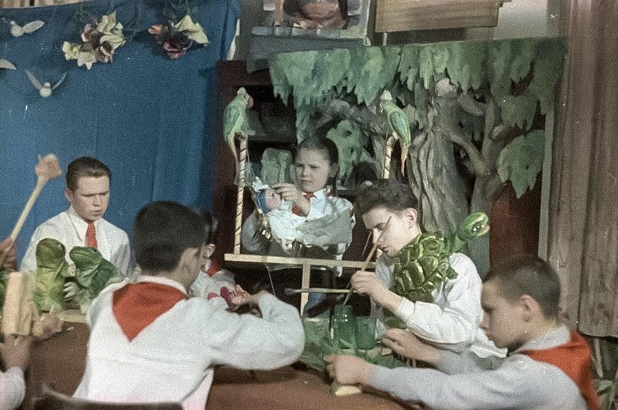 Ленинградский дворец пионеров Свердловского района. Мастерская кукол, 1950-е.