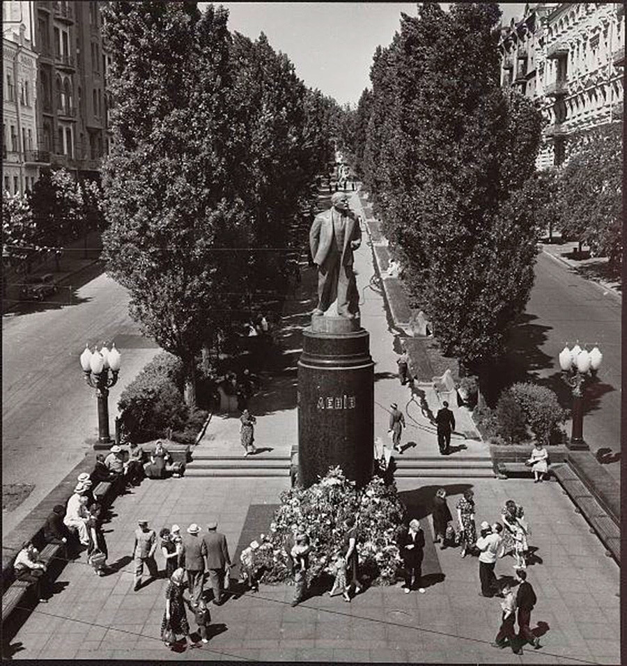 Monumen Lenin di Kiev, 1950-an.
