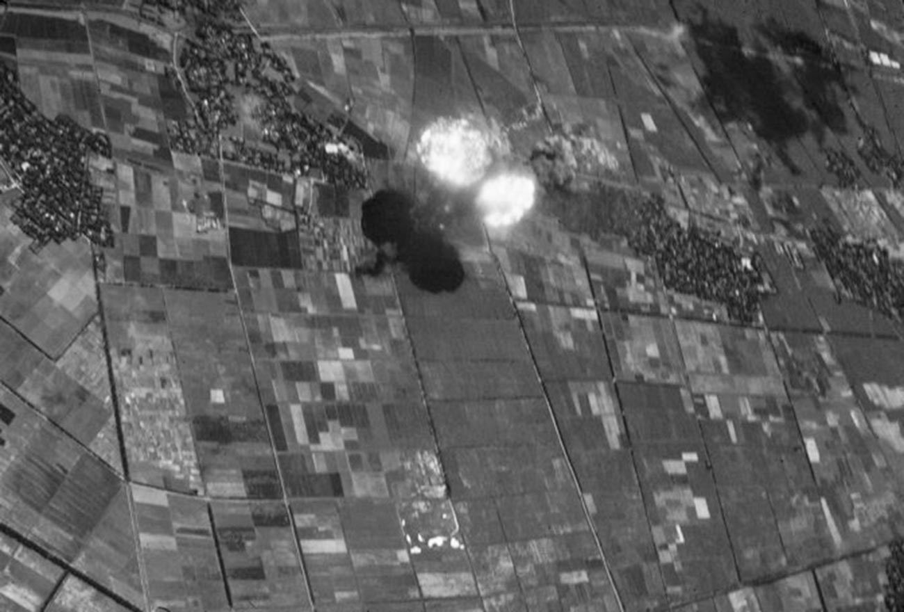 Explosion d'une bombe Mk 84 Vietnam