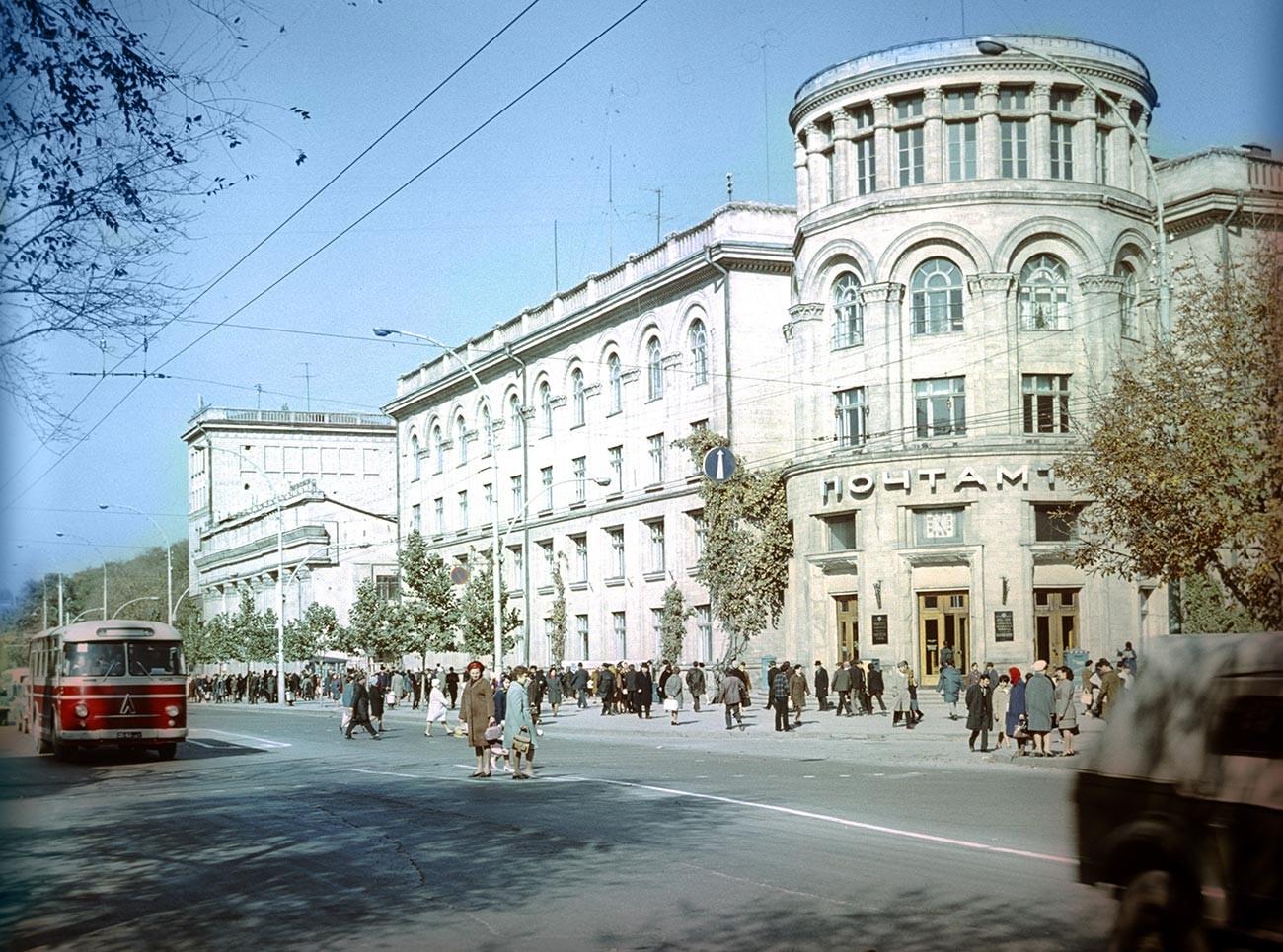 Edificio de correos en Chisinau, 1972.