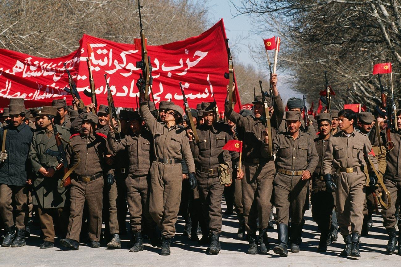 Demonstrasi pendukung Partai Demokrasi Rakyat Afghanistan (PDPA) yang pro-Soviet di Kabul.