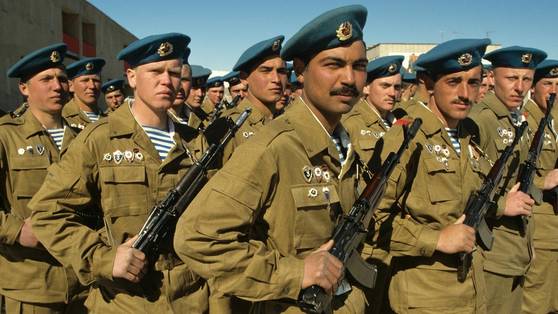 Las tropas soviéticas se retiran de Kabul