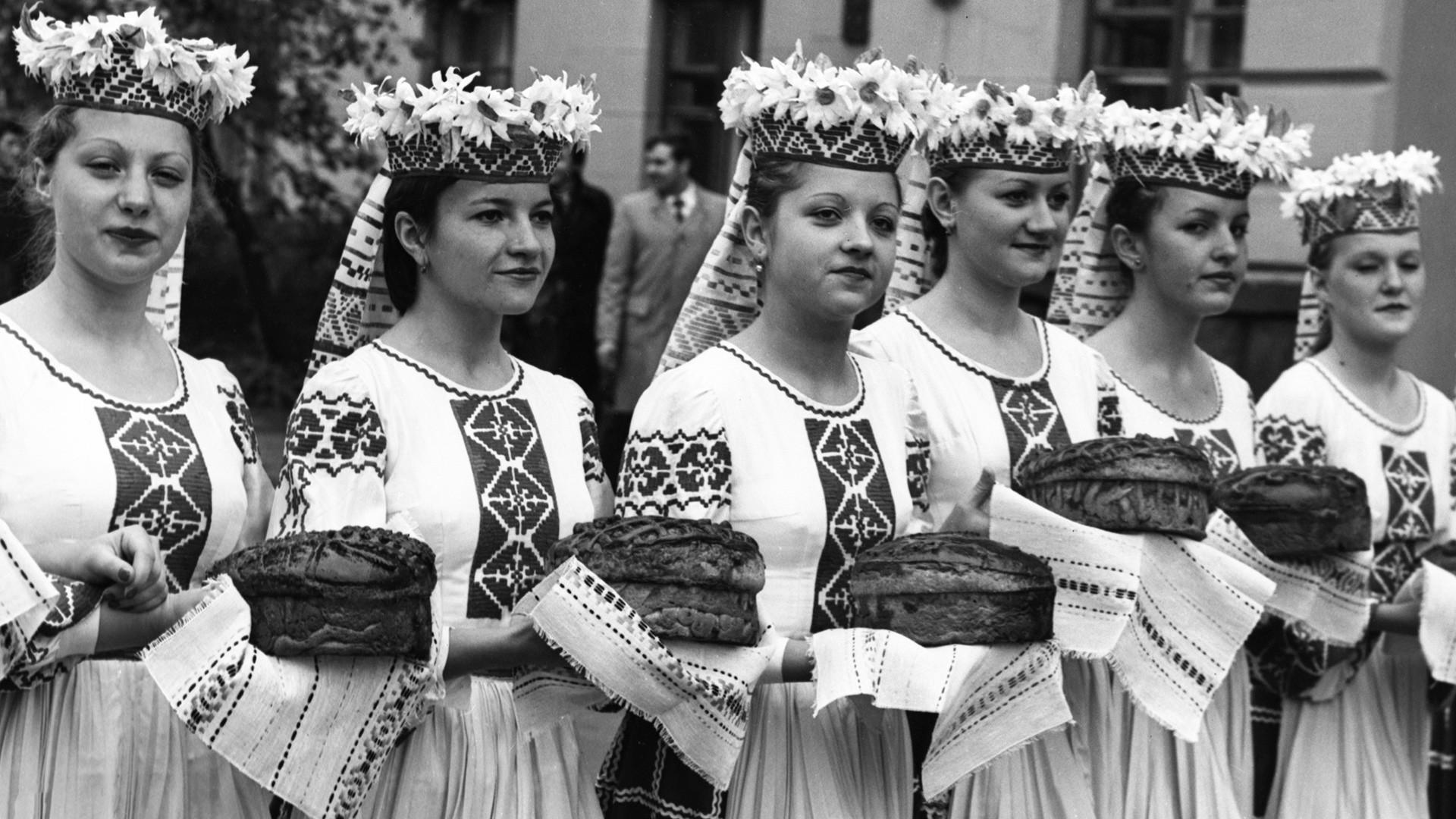 Célébration de la fin des moissons, en Biélorussie, 1987
