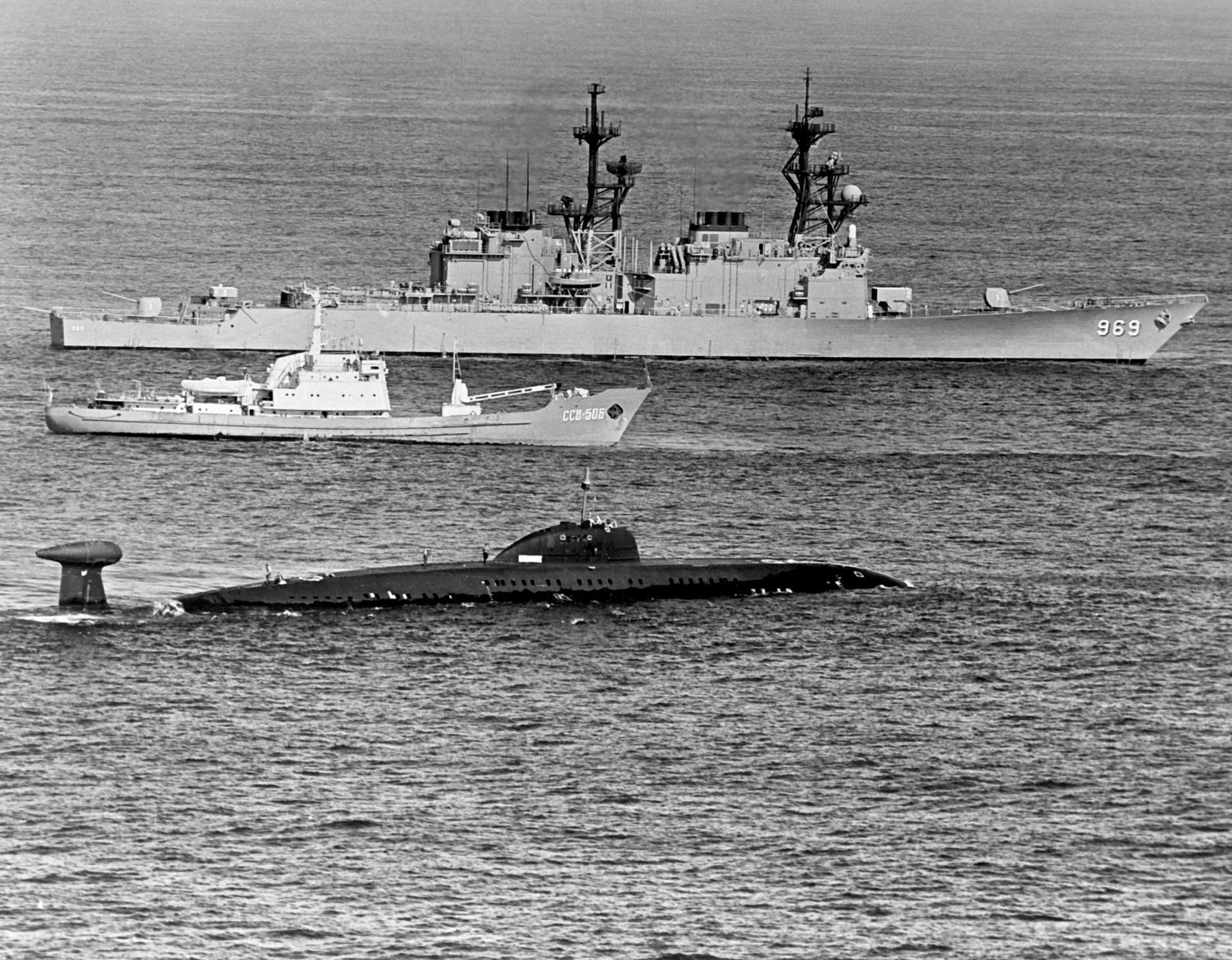 Submarino soviético K-324 da classe Victor, 1983
