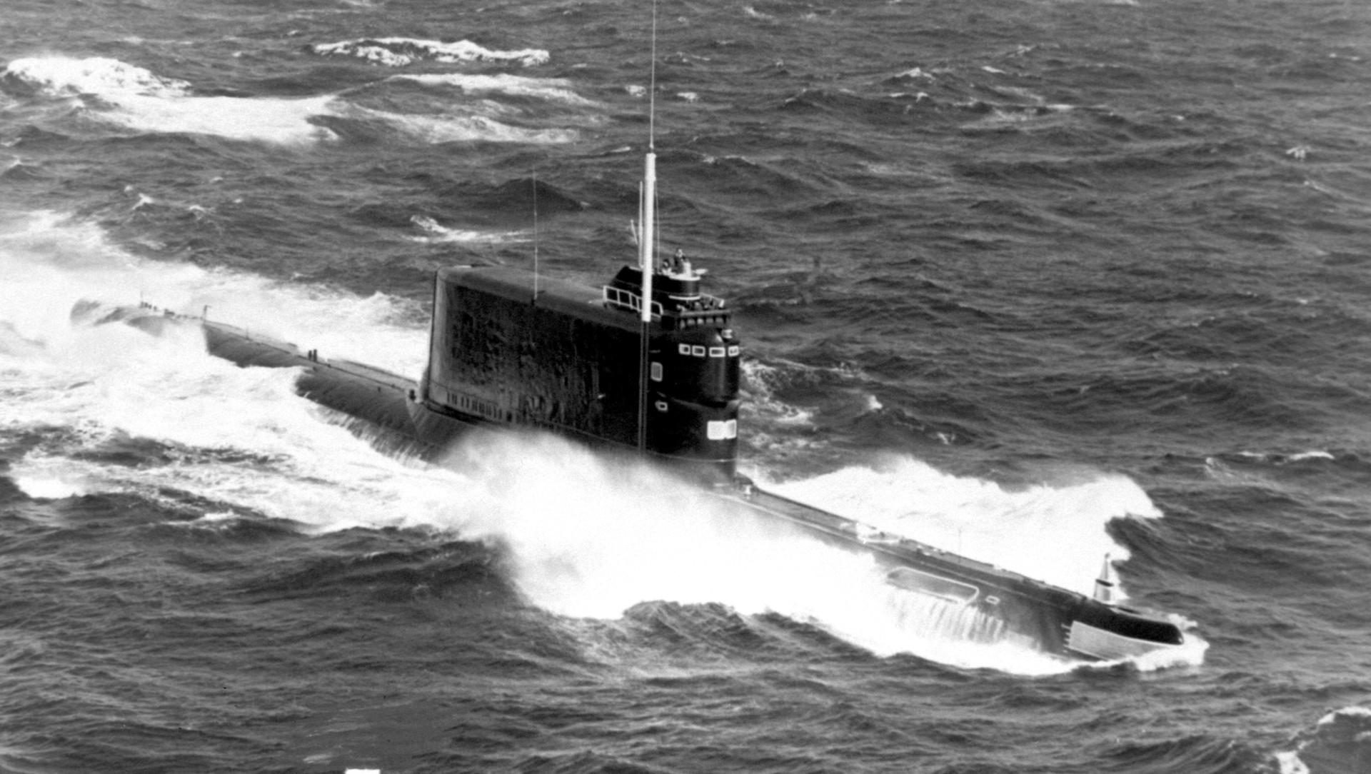 Submarino soviético da classe Golf II, 1985