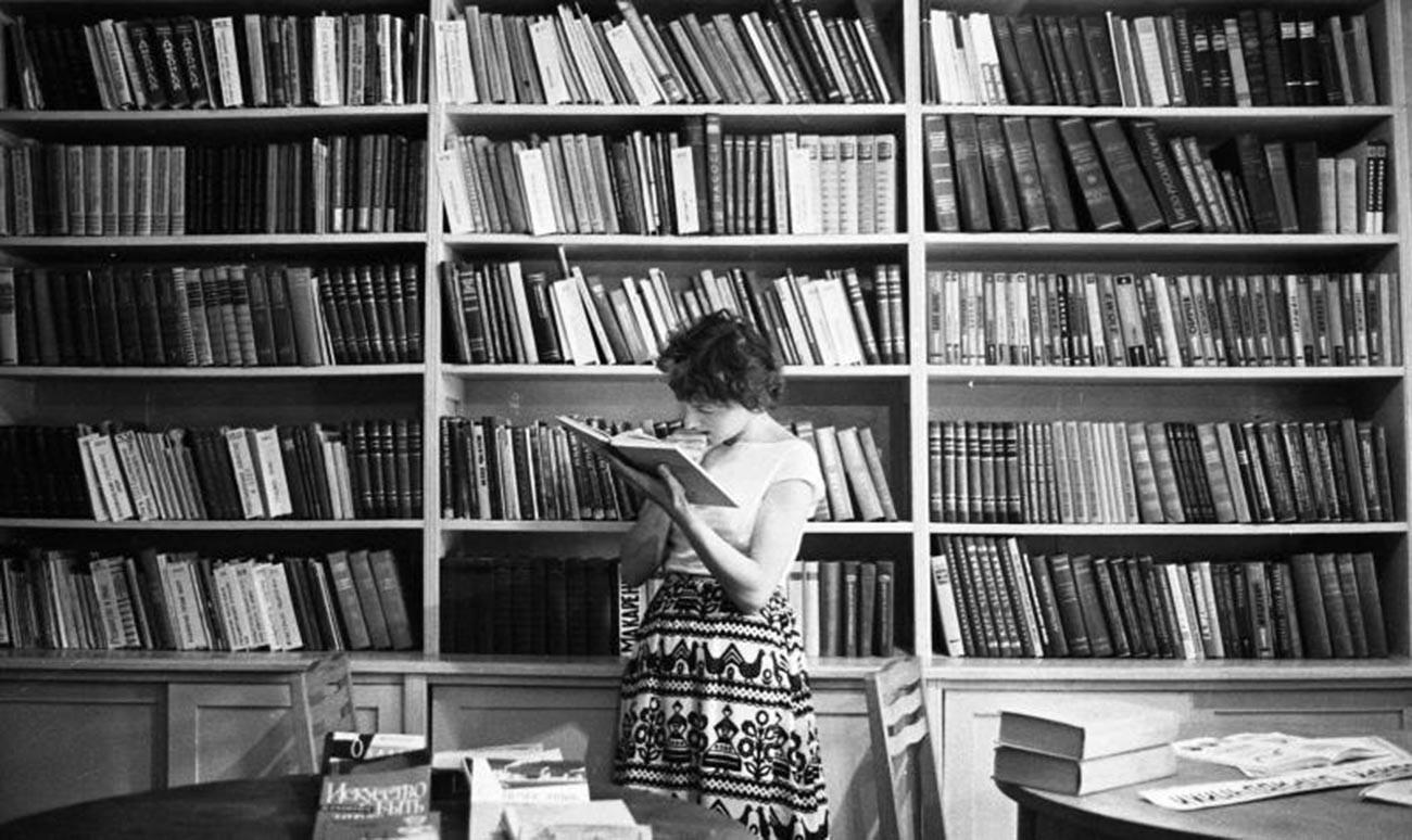 Perpustakaan di Tiraspol, 1964.