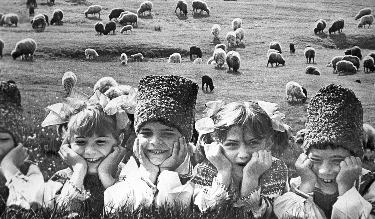 Anak-anak penggembala ternak, 1989.