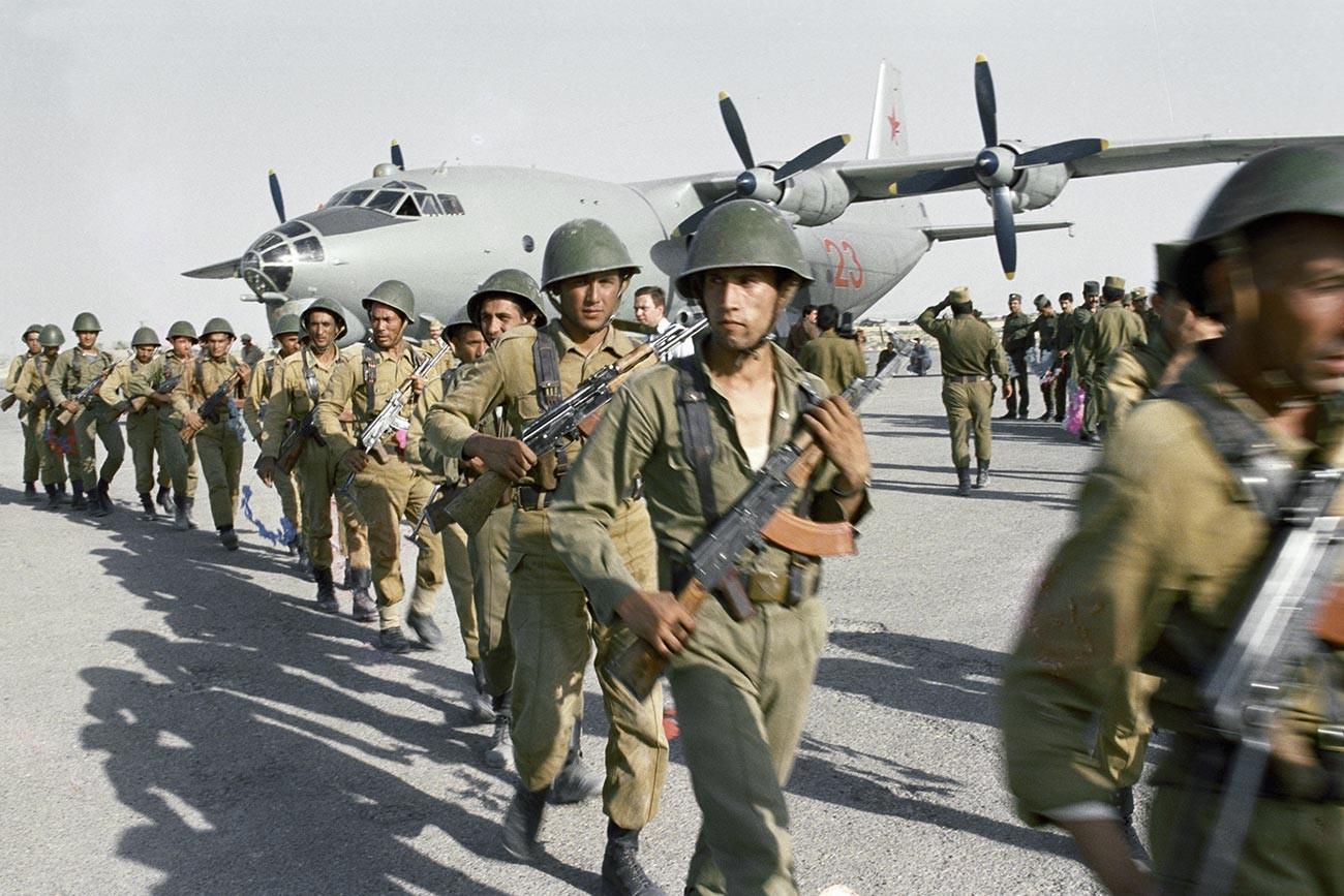 Une unité des forces spéciales soviétiques débarque en Afghanistan