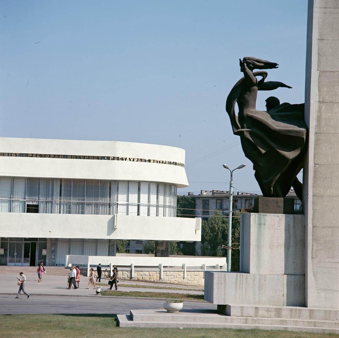 Monumento aos libertadores de Quichinau das mãos de forças nazistas, 1974