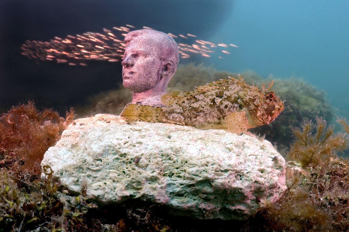 1992年、地元のダイバー、ウラジーミル・ボルメンスキーさんは、高さ12~15㍍のソ連の指導者の像を海底に初めて置いた。/人類初の宇宙飛行士ユーリ・ガガーリン