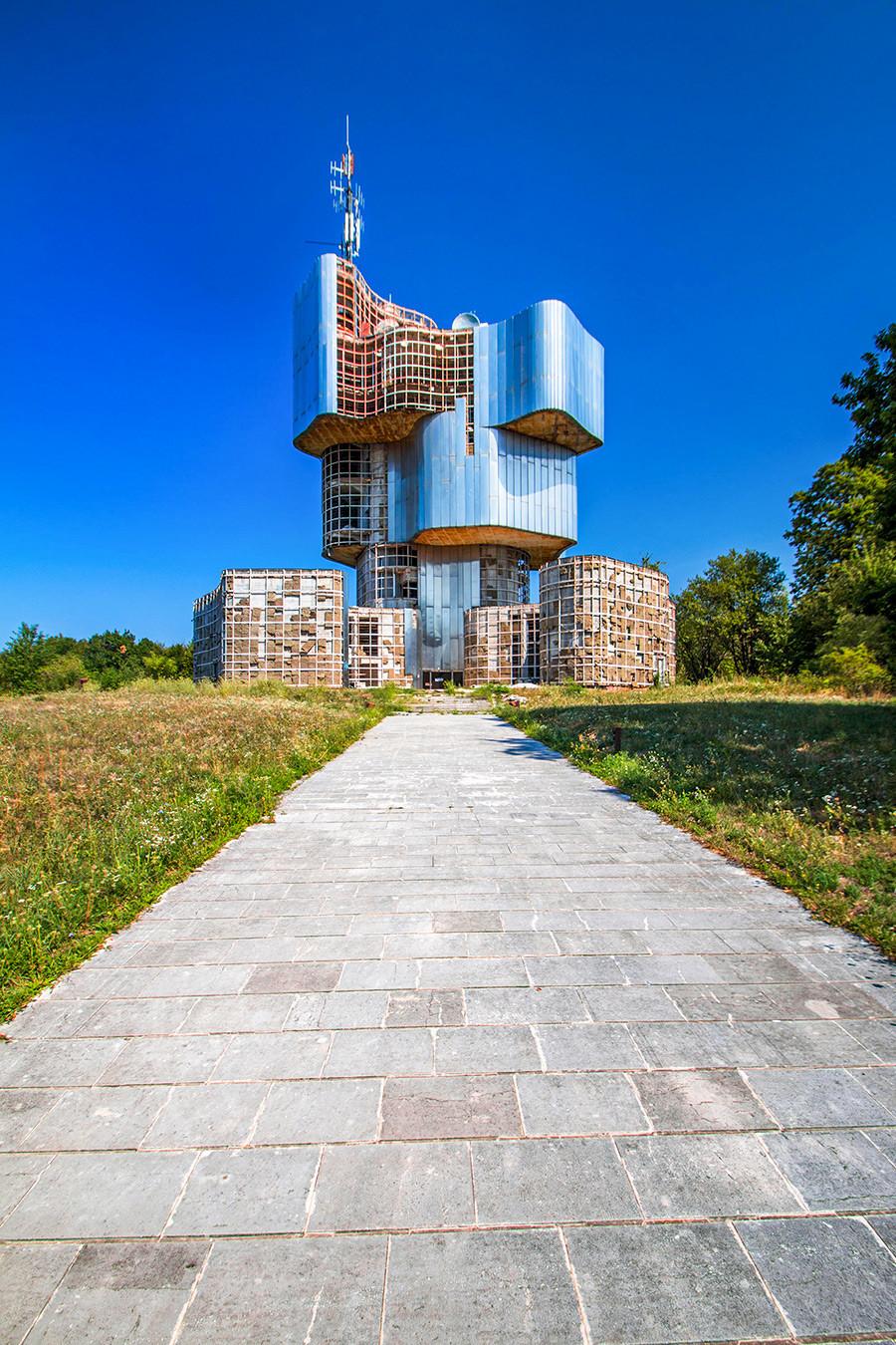 Croacia, Petrova Gora, Monumento a la sublevación del pueblo de Kordún y Banija. Diseñado por Vojin Bakic.
