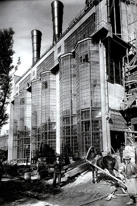 Rusia, Moscú, Central Eléctrica de la ciudad de Moscú, en construcción en 1924. Diseñada por Iván Zholtovski.